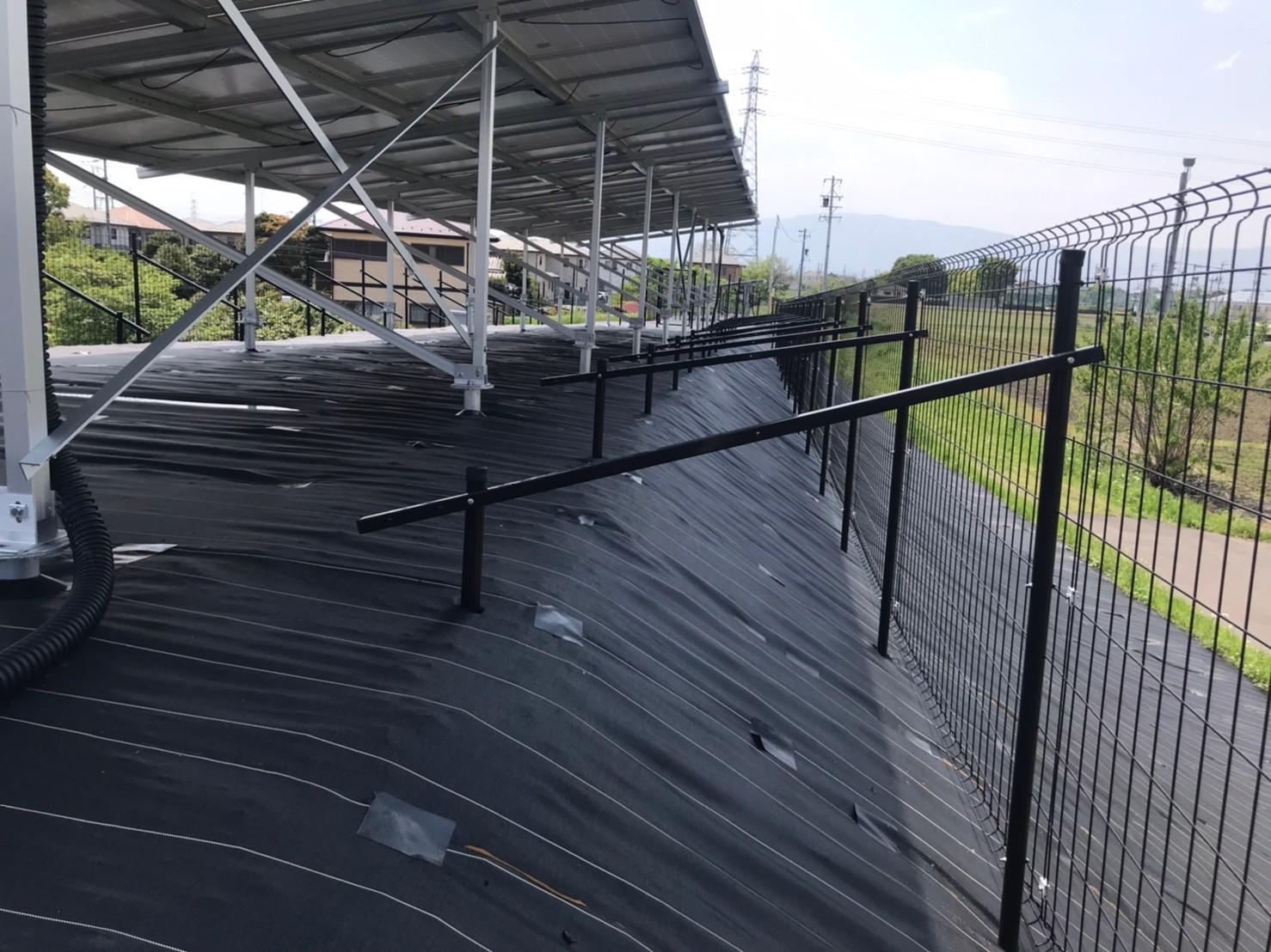 太陽光フェンス 筋交い アップ
